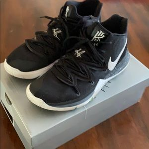 Kyrie Irving sneakers - size 12 mens